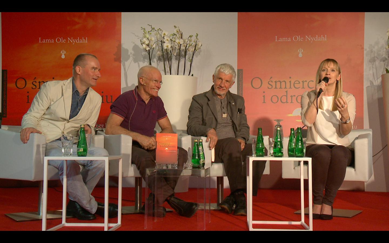 Od lewej: tłumacz Wojtek Tracewski, autor Lama Ole Nydahl, psycholog Wojciech Eichelberger, profesor Cezary Szczylik, dziennikarka Marzena Rogalska.